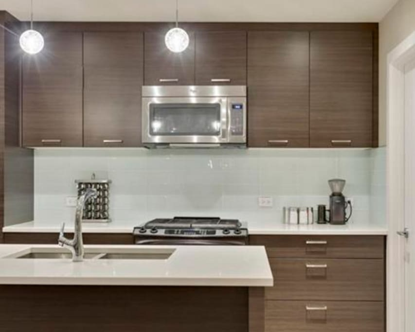 """Great modern home. Private high end. Great communication and will highly recommend this beautiful upscale modern townhome."" Mahir, January 2016"