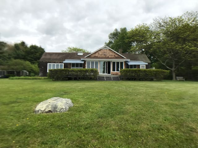 Old Lyme Shore Vacation Home - spectacular views