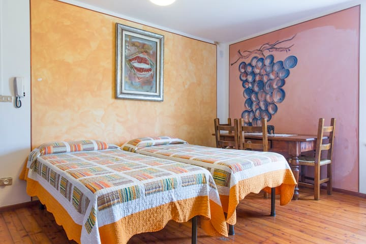 ITALIAN COUNTRY STYLE B&B, A LITTLE TUSCANY - bardolino - Bed & Breakfast