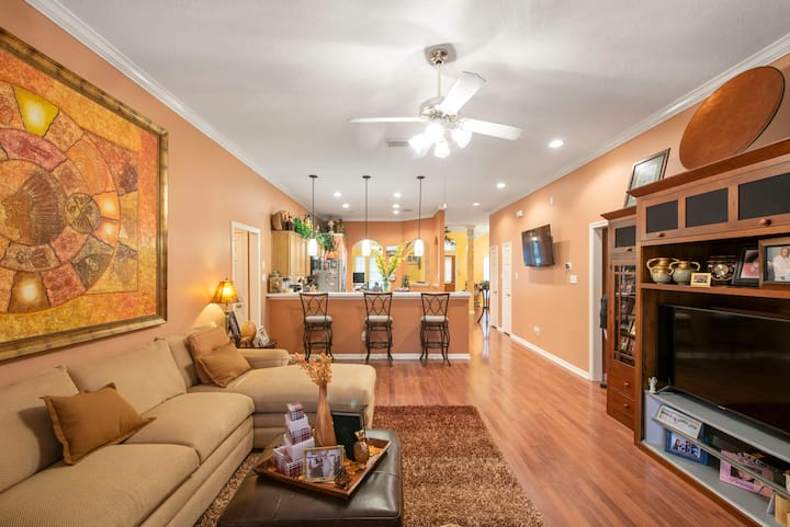 Cozy Spanish Home in Pearland /Private Rooms