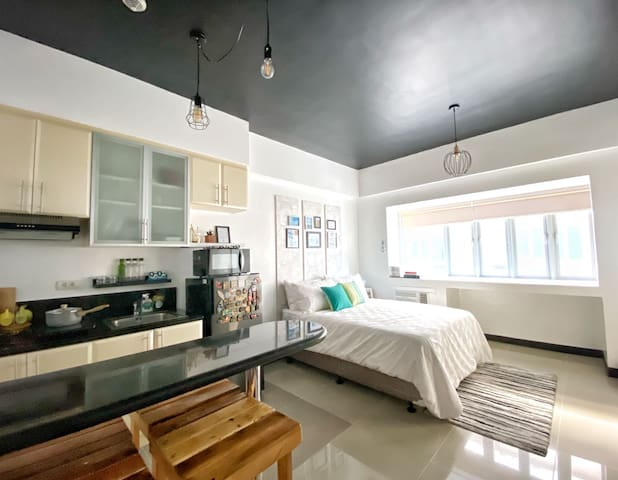 A Traveler's Pad in Romantic McKinley Hill Taguig
