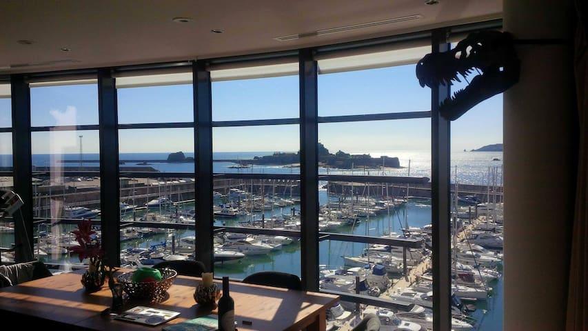 Incredible marina waterfront 4th floor apt