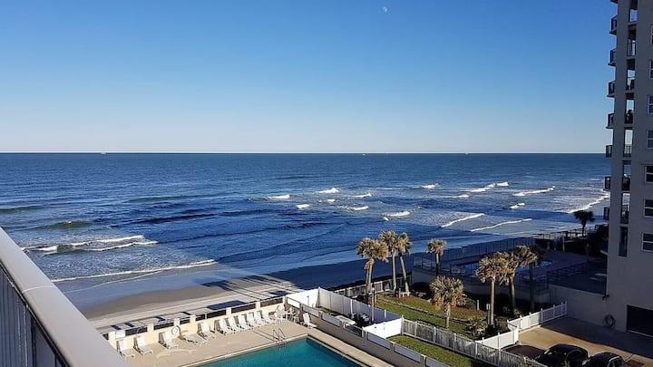 Pretty King Bed Ocean View Studio In Daytona Beach