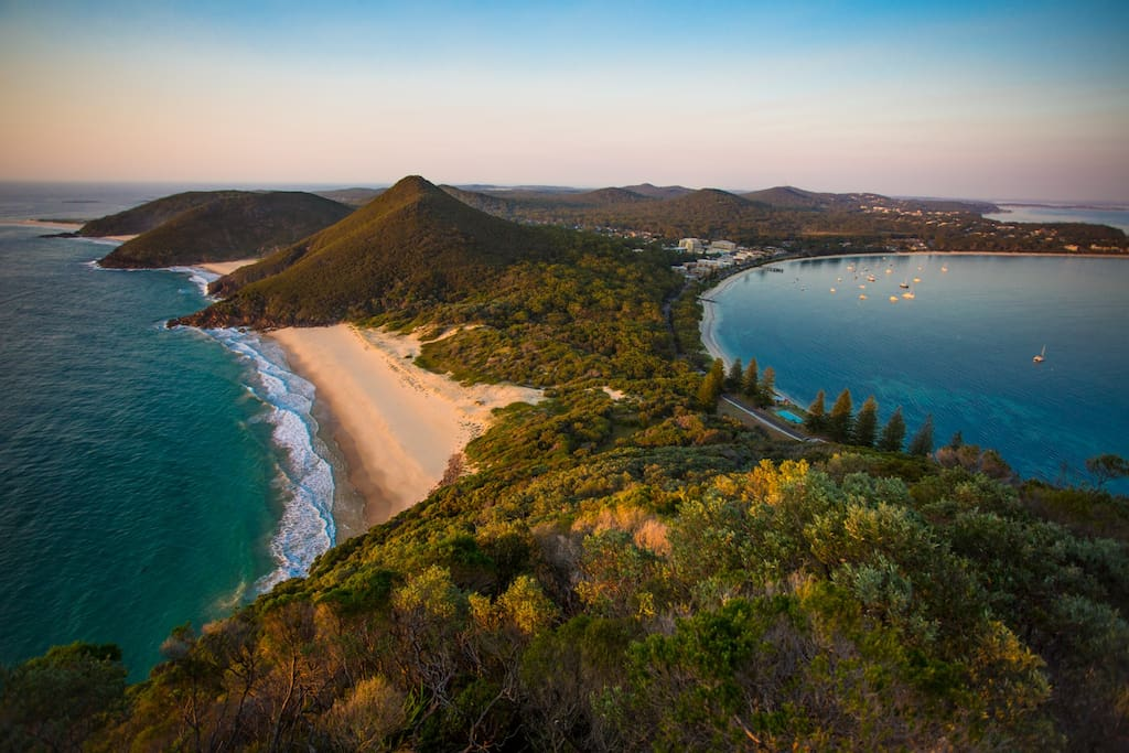 Port Stephens is known for its wonderful beaches and beautiful sheltered bays, perfect for families as well as swimming, snorkeling and kayaking. The ocean beaches here are sublime and great for surfing and beach walks. If you're an experienced surfer, don't miss One Mile Beach, Box Beach and Birubi Beach.