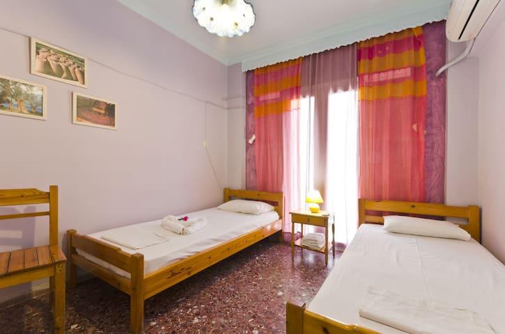 Regina Youth Hostel 2 (Room 8)