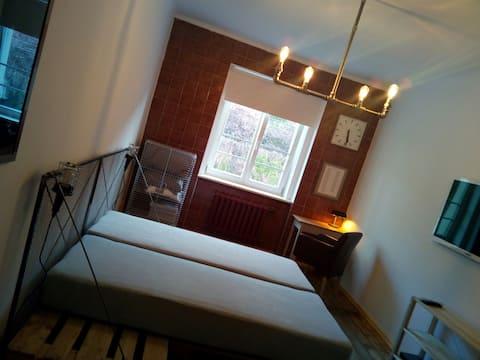 INDUSTRIAL FLAT 75m2, 2 separate bedrooms! +more..