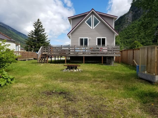 Skagway Square-Bright, Quiet, Pet-Friendly Home!