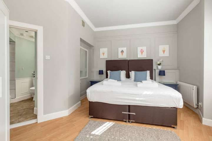 City centre one bedroom double or twin en-suite