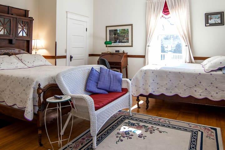 Stonewall Jackson Inn - Belle Boyd Room