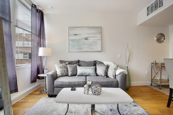 ★ Awesome Condo in Downtown NOLA ★