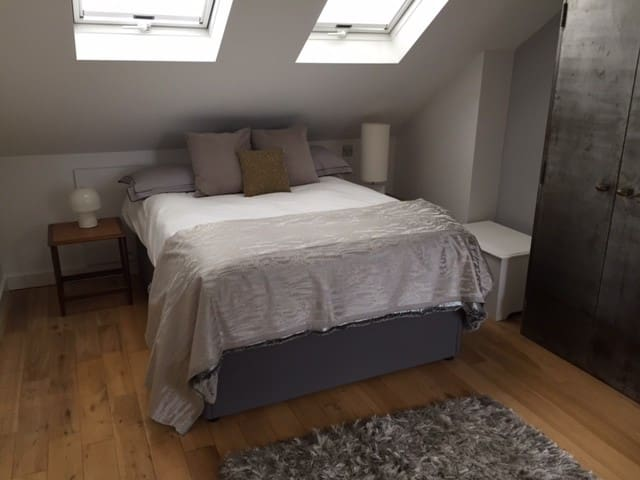 Bright family double room with en suite bathroom
