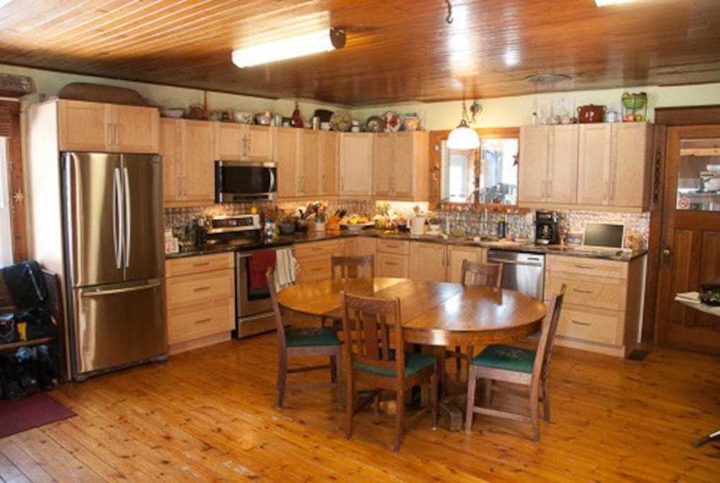 Spacious chef's dream country kitchen