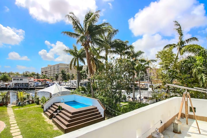 Sextant's Waterfront Chateau—Pool, Hot Tub, directly on the Miami River