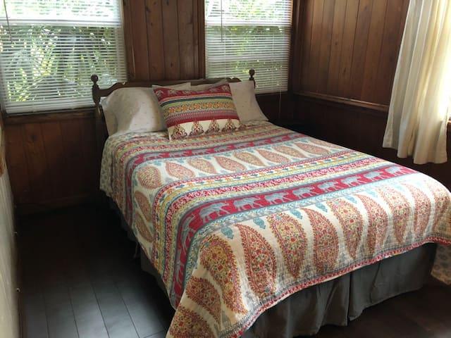 Comfy Oak Room