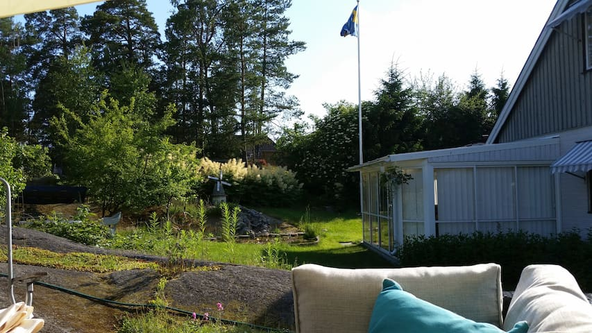 Close to nature and Stockholm. - Tyresö - Bed & Breakfast