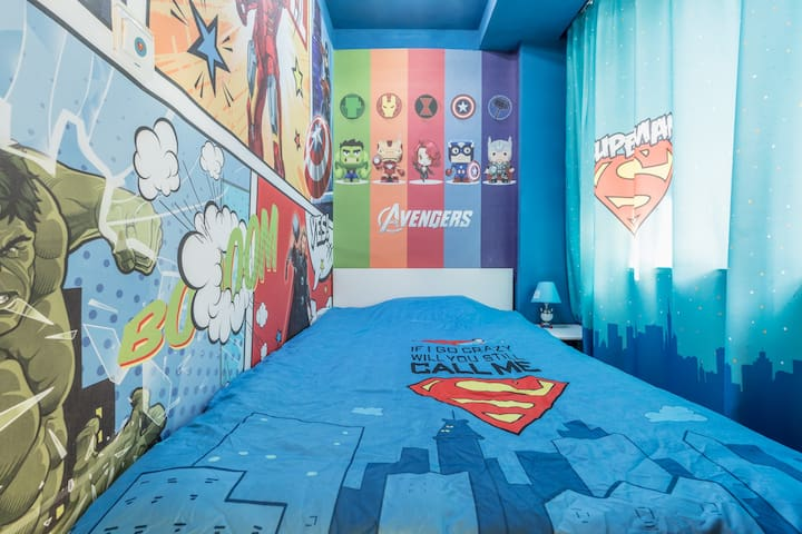 Marvel × DC Room with two beds @ Daxue Road