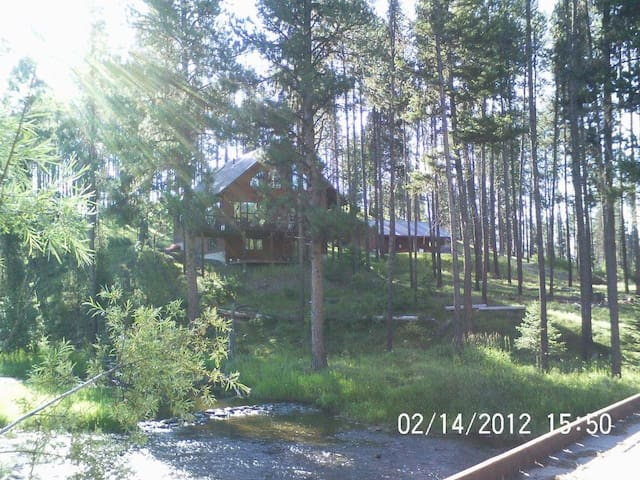Open and sunny with 25' ceilings - Seeley Lake - Casa