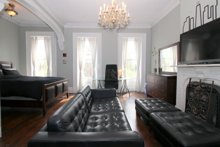 Downtown JC Brownstone close to Grove St PATH - Jersey City - Townhouse