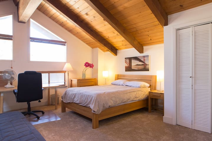 South Lake Tahoe Condo w/ WiFi - Stateline - House