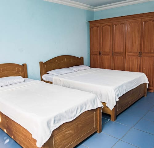 Blue Room - 1 King size Bed, 1 Single Bed