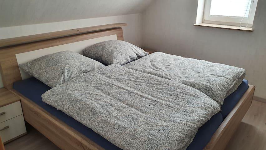 Das hochwertige Doppelbett bietet einmaligen Schlafkomfort.