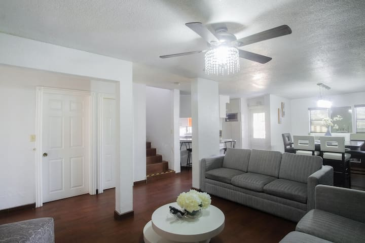 Spacious Private House w/King Bed+AC+BBQ+5BR