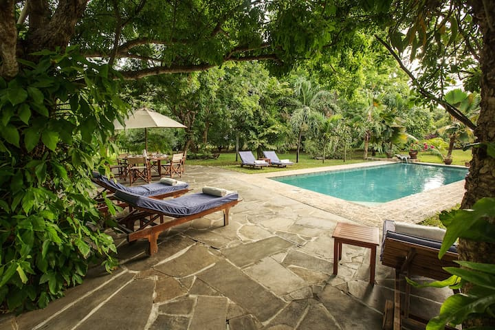 Kilifi Creek, 5 Bedroom Family Holiday Home