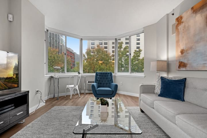 Stunning 1-Bedroom Jersey City Apartment + Gym!