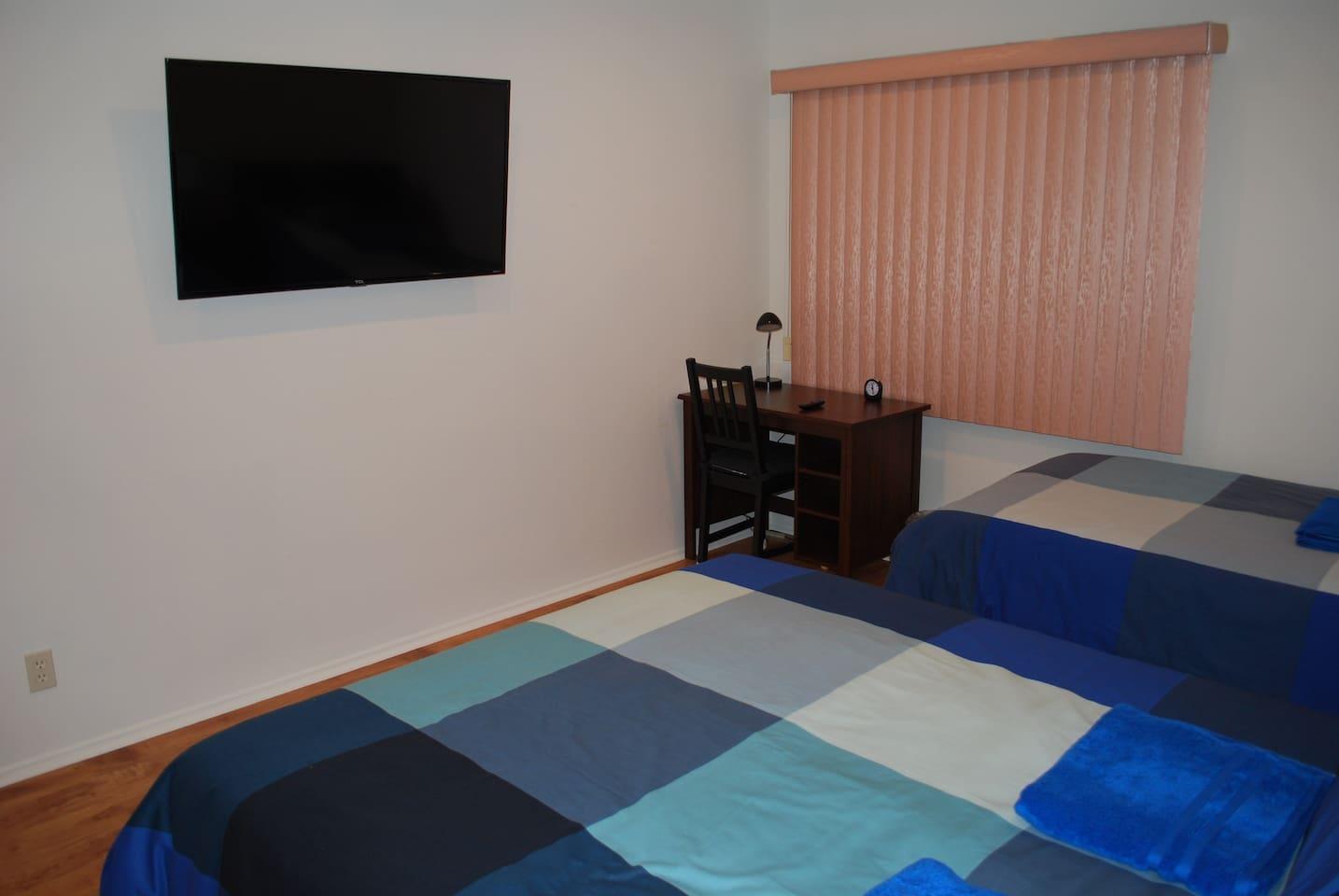 Blue Room/ pvt bth/ prkg/ all new/ TV/near freeway