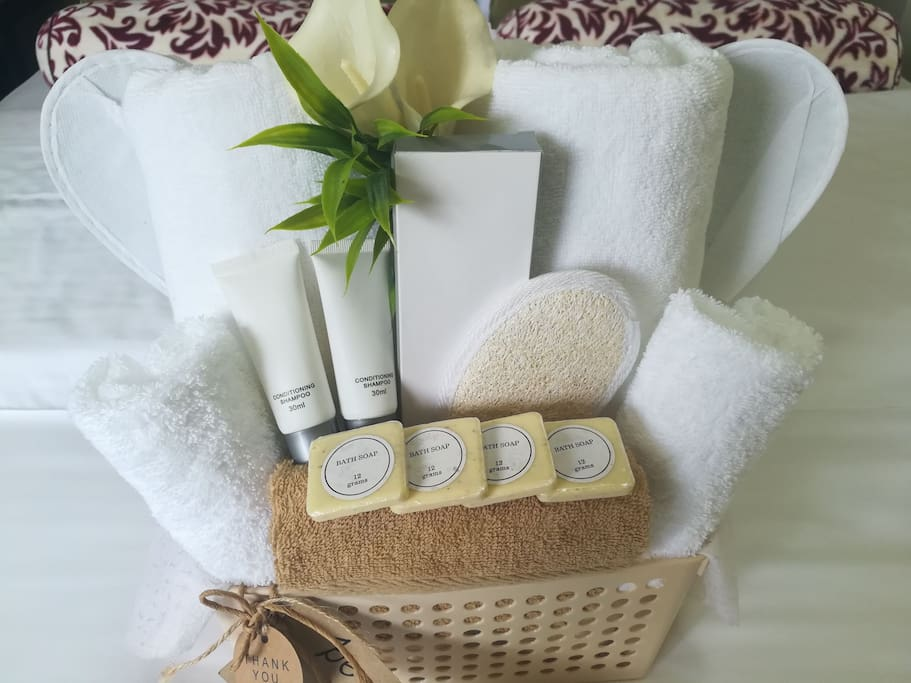Our Guest's Welcome Basket consists of: 2 Bath towels 2 Face Towels 2 Indoor Slippers Toothbrush and toothpaste Shampoo and Conditioner Oatmeal Soaps Loofah
