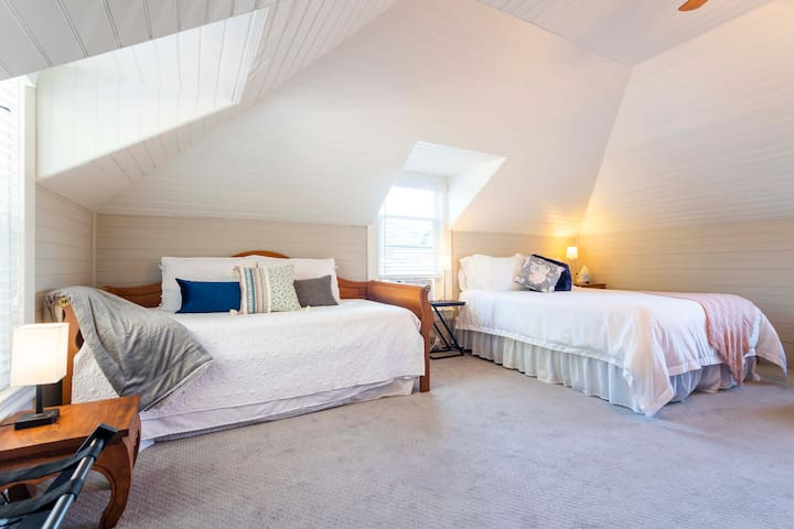 Second story loft bedroom with queen bed and a day bed with two twin beds