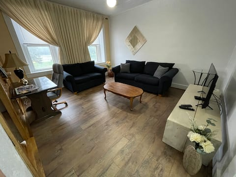 3-bedroom apartment on River Park Drive