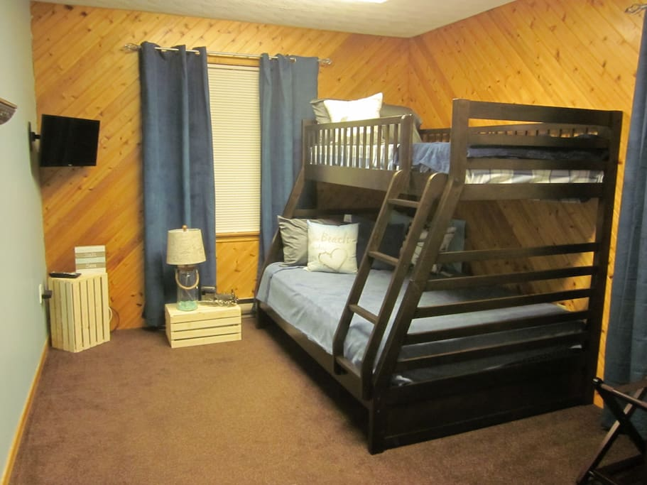 2nd bedroom sleeps 3 with double mattress on bottom and twin on top, satellite TV in room