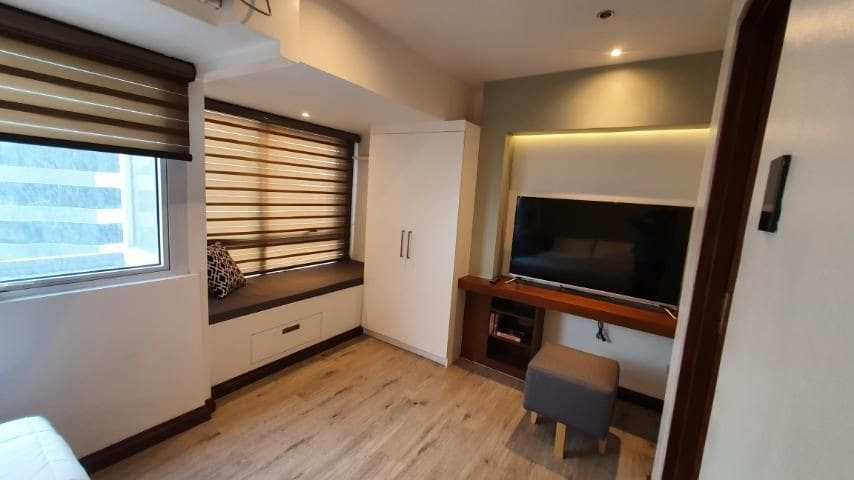 """2F Main Bedroom (1 of 2 guest rooms). 50"""" TV with Netflix"""
