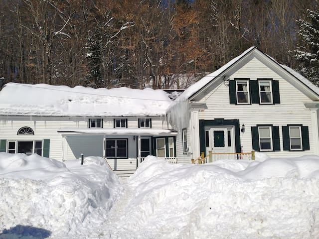 Charming Ski House close to Mt Snow and Stratton - Wardsboro - Hus