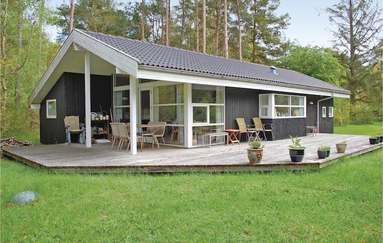 Holiday cottage with 3 bedrooms on 79m² in Rønde