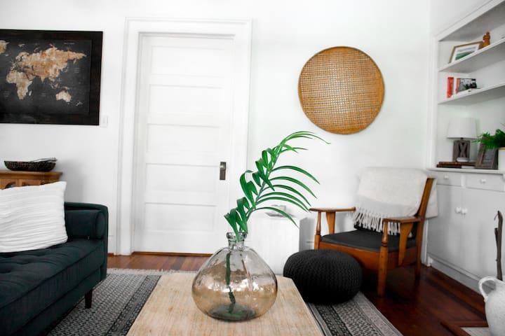 Spacious Designer Home near Downtown & University