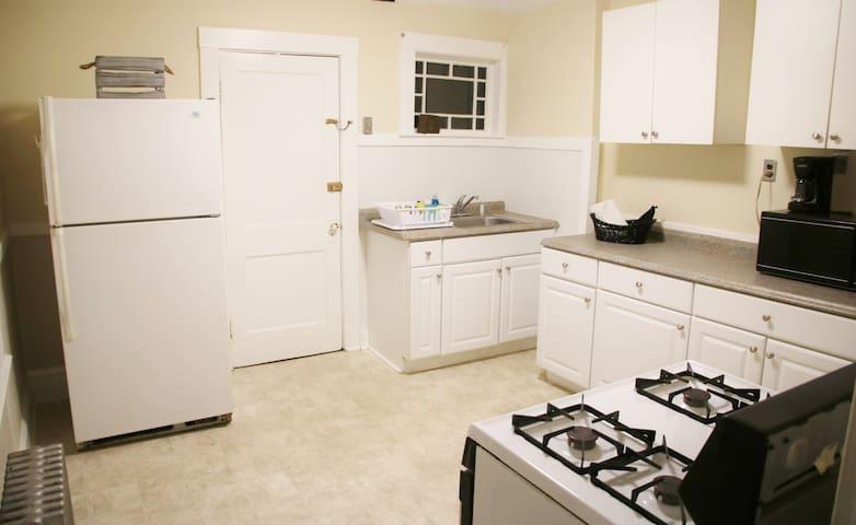 Classic 2 BR apartment close to Cambridge/Boston - Watertown - Lejlighed