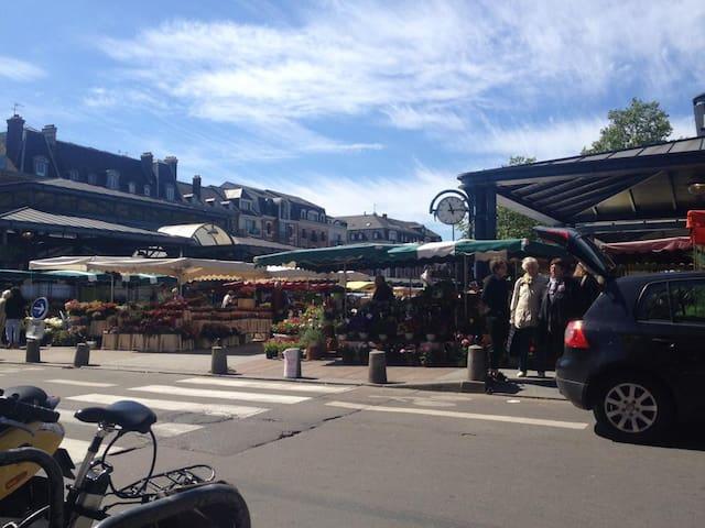 Appartement lumineux & chaleureux Place Saint Marc