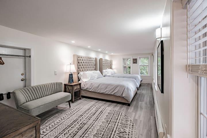 Ground floor bedroom with 2 queen beds.