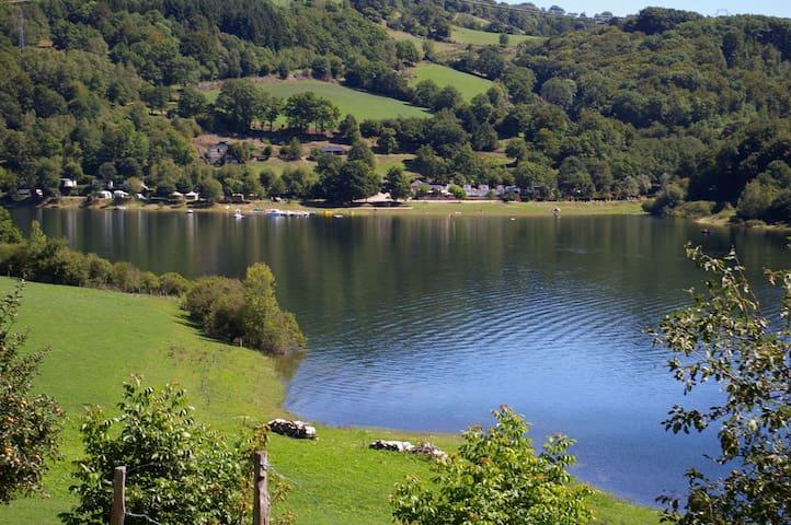 Bungalow toilé - Tente aménagée au bord du lac - Laguiole - Tent