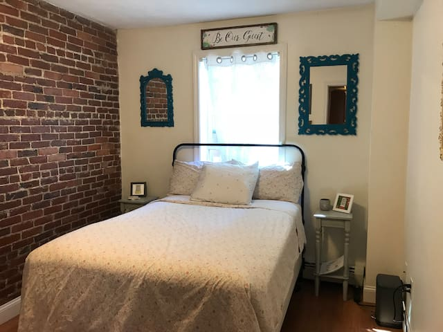 Charming Room in Downtown Salem