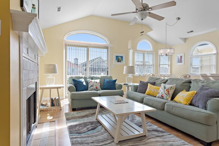 The Happy Place! 2nd Floor Gold Coast OCNJ Condo!