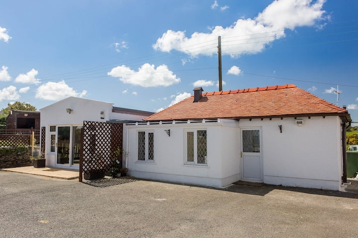 "2 BED COTTAGE  WITH PANORAMIC SEA VIEWS-""SEASCAPE"