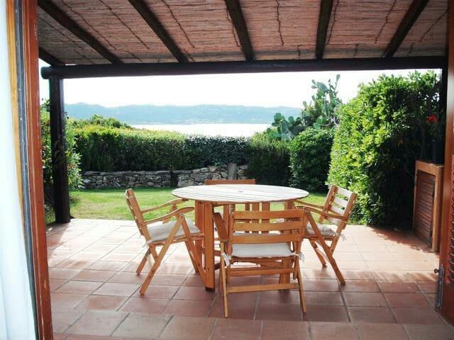 Casa con giardino,mare a 100 Mt. - Baja Sardinia - House