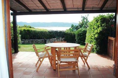 Casa con giardino,mare a 100 Mt. - Baja Sardinia