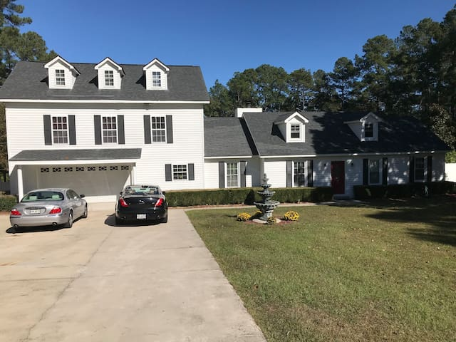 Gamecock getaway (entire house) 2 BR's 4 people