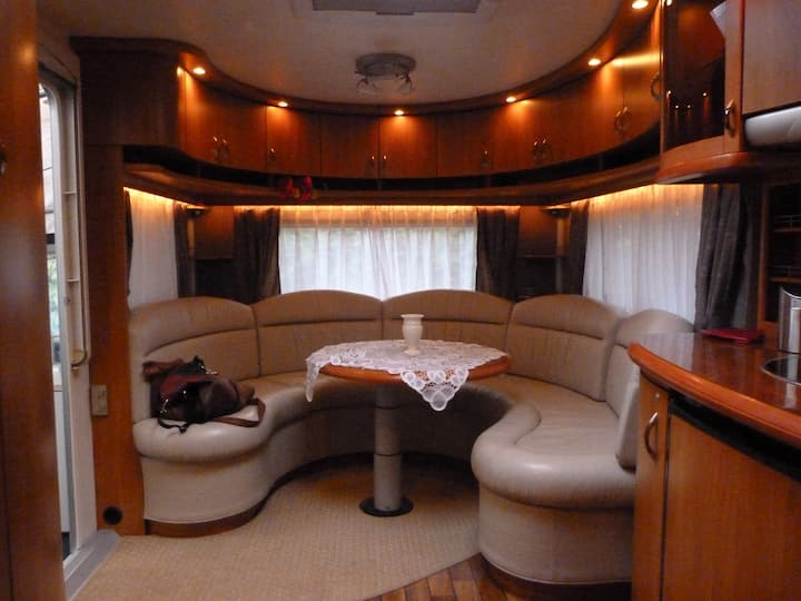 Direct aan het IJsselmeer gelegen luxe caravan!