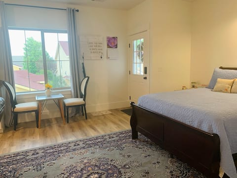 New, Private, Cozy Haven in the Heart of Eagle