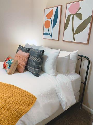 Bedroom 2: Queen Mattress